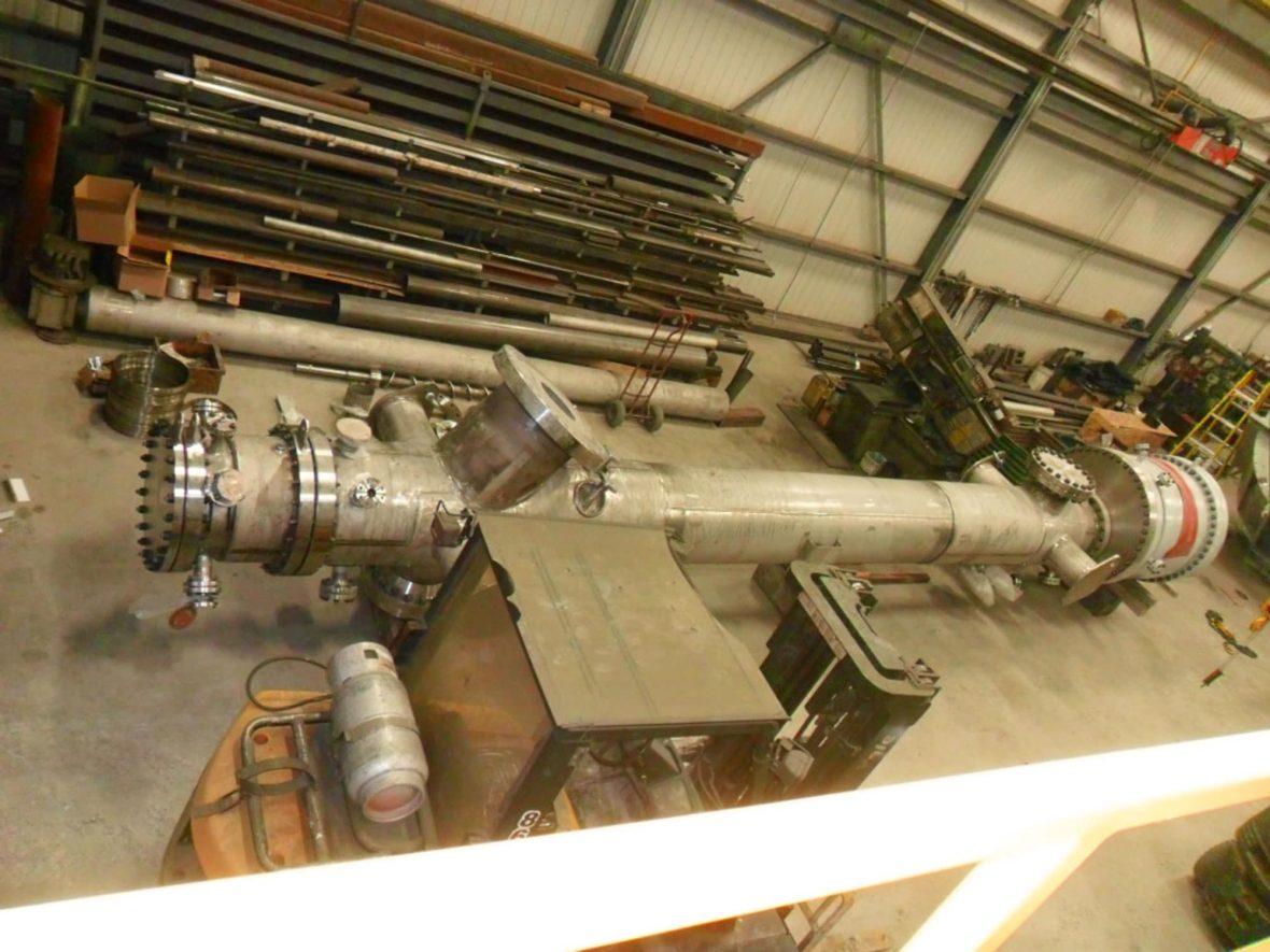 Convoyeur à vis refroidissant dans un réservoir sous pression